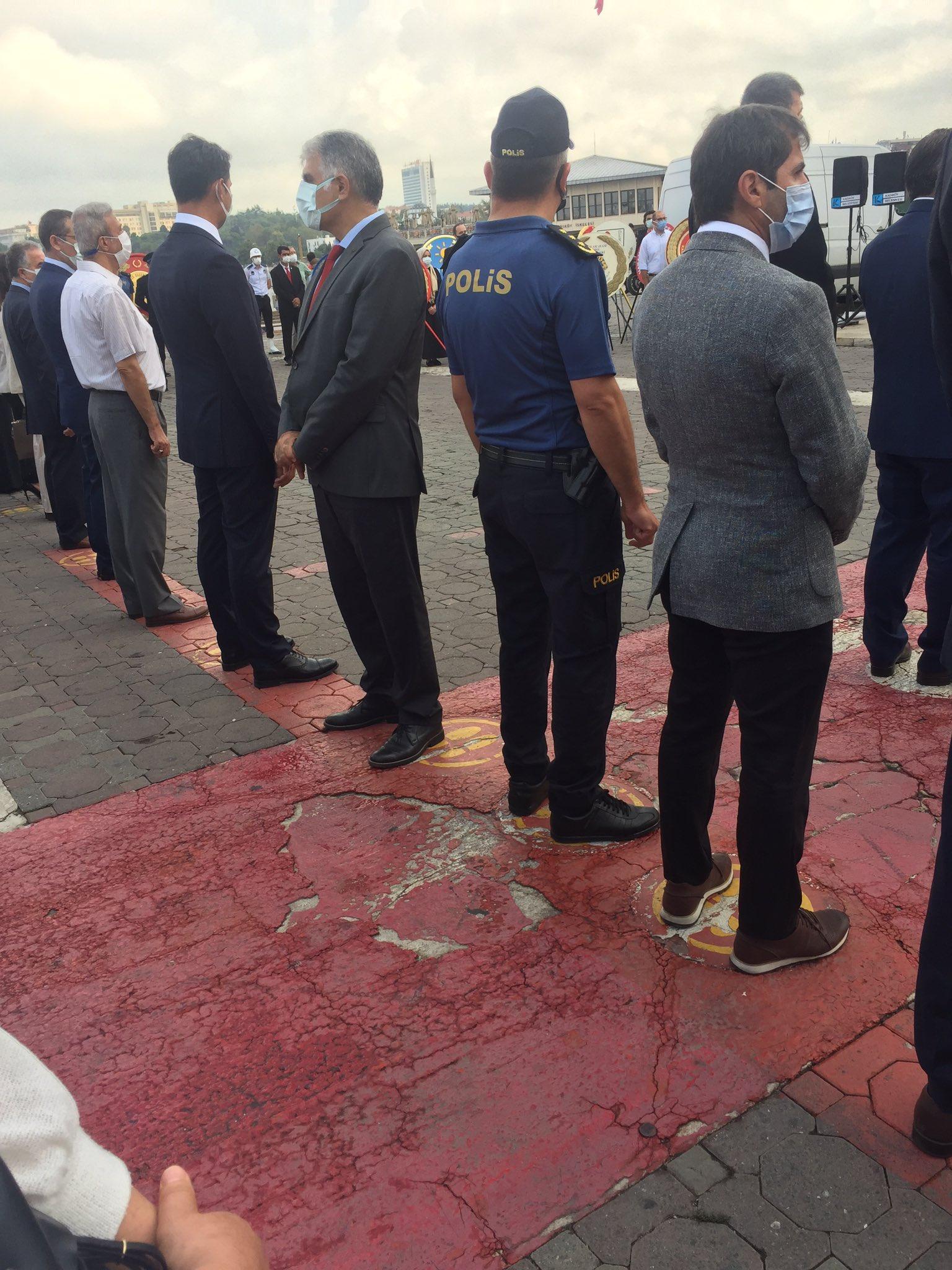 CHP Kadıköy ilçe başkanı Ali Narin'den skandal hareket! 30 Ağustos  töreninde arkasını döndü... - HaberMotto